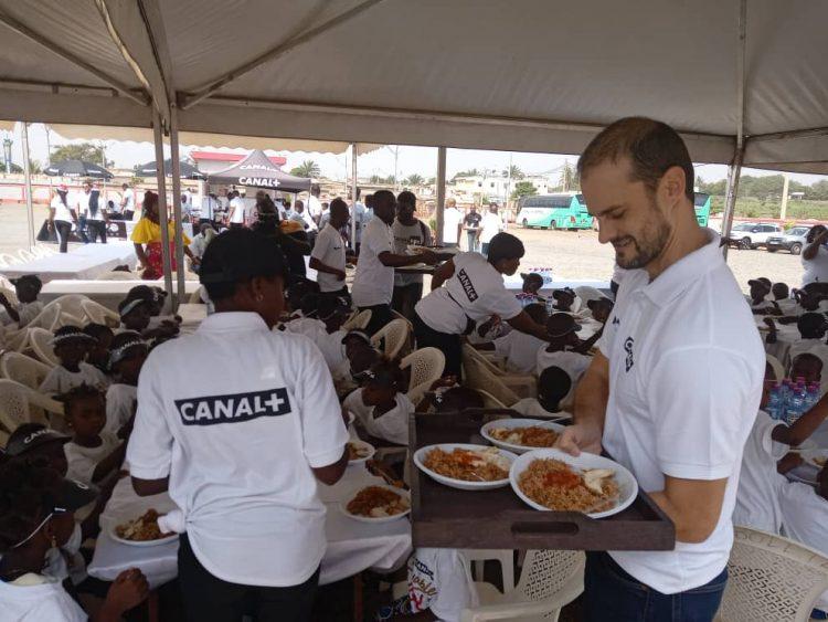 Togo: 300 enfants démunis ont pris part à l'Incroyable Noël de Canal + mardi à Lomé