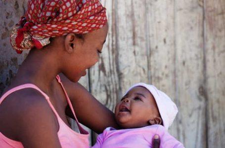 Lutte contre le VIH/SIDA: d'énormes progrès réalisés en matière de la contamination de la mère à l'enfant